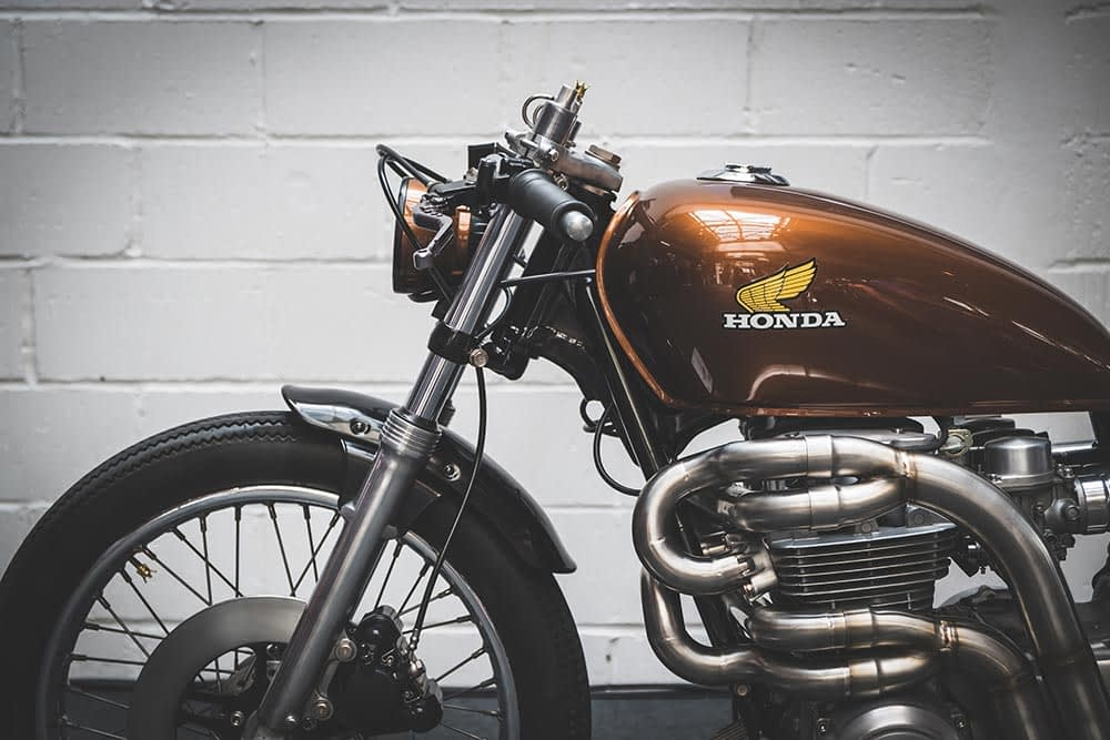 Seitenansicht einer Honda Custom CB500 Motorrad