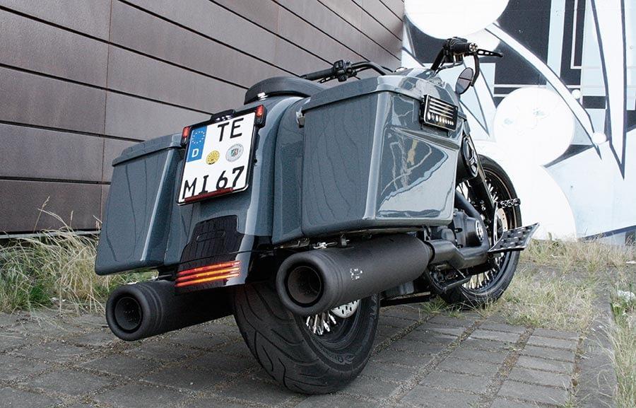 Harley-Davidson Roadking - Streetglide von hinten