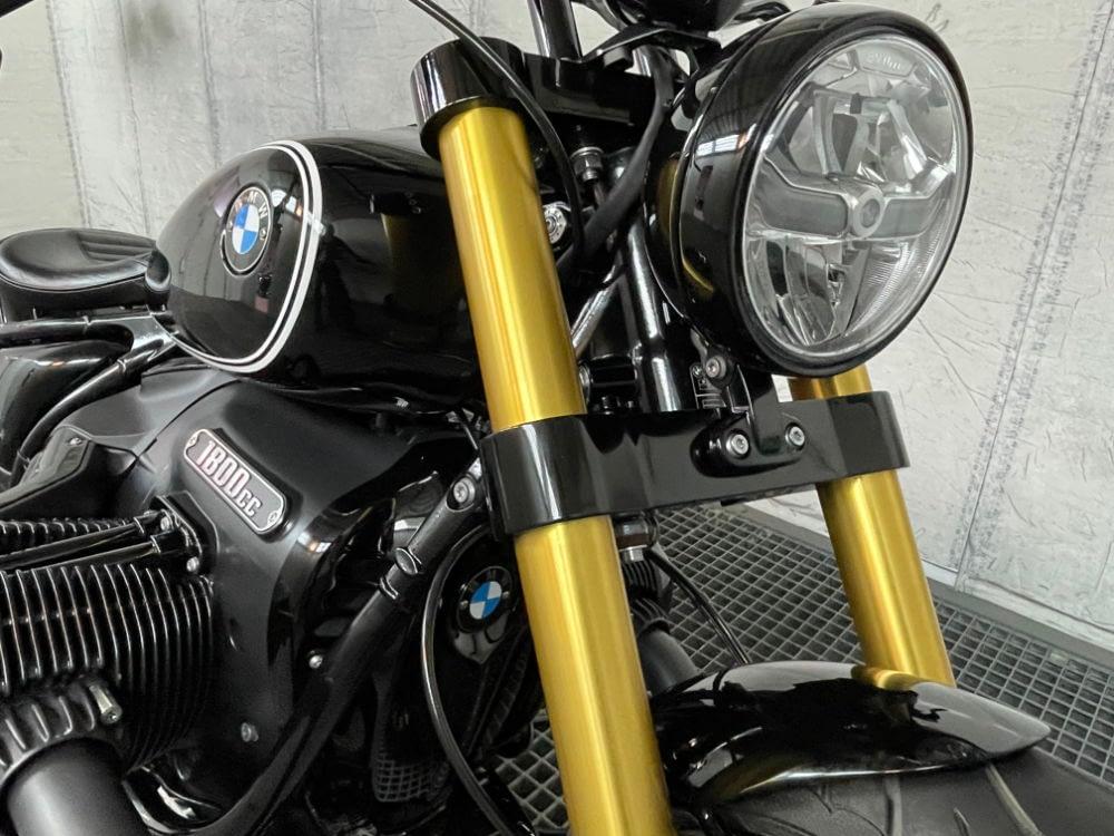 BMW R18 Custom Frontalansicht Gabelbrücke